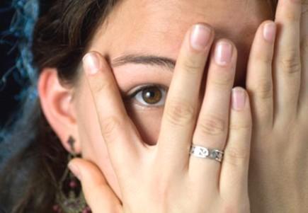 Cómo comprender el comportamiento de una persona tímida