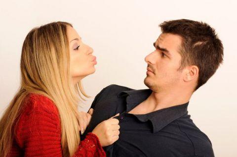Cuatro razones por las que tu novio te ignora