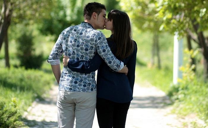 Siete beneficios de los besos de amor