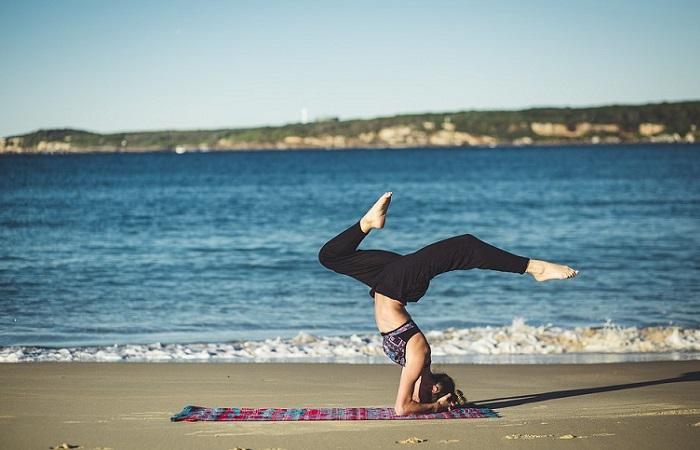 10 beneficios del yoga para superar el desamor