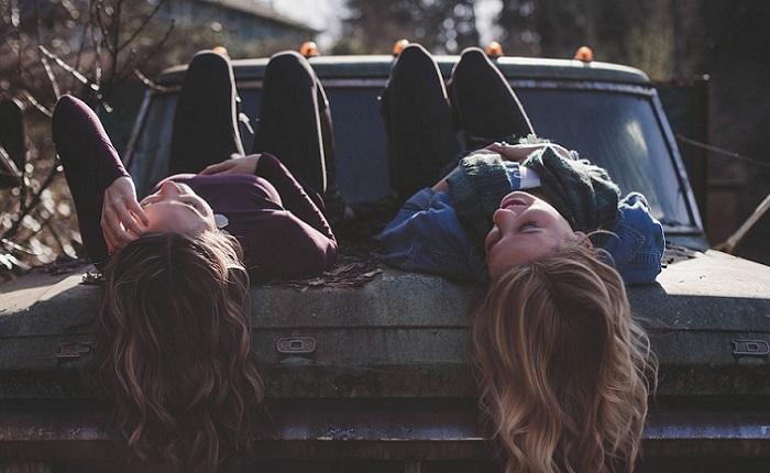 Ejemplos de amigos negativos