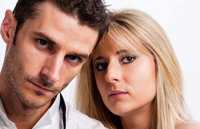 Las mujeres desean más a los hombres con pareja