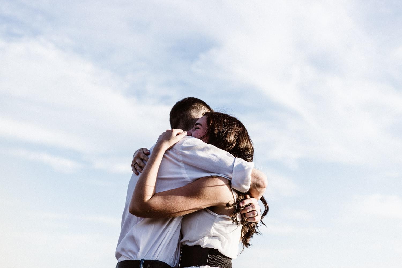 Cómo apoyar a un amigo cuando pierde un ser querido