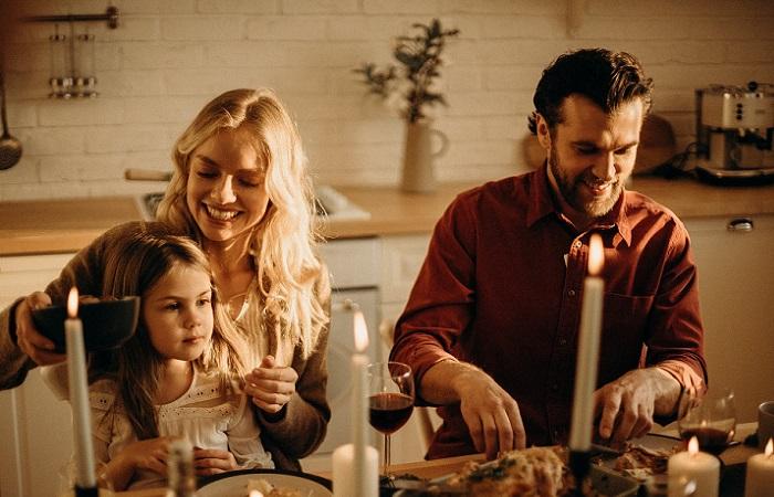 Consejos para compartir tiempo con amigos en Navidad