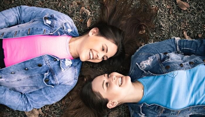 Cómo superar las dificultades para mantener buenos amigos