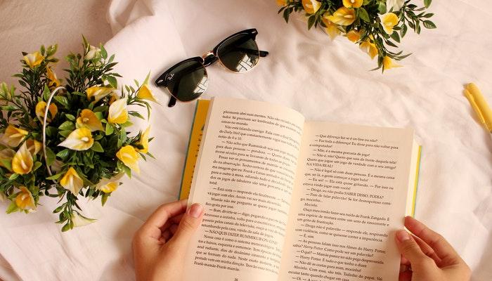 10 razones para leer y regalar libros de novela romántica